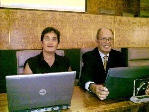 D. Antonio Cabrera Perera y Dña. María del Carmen Martín, Directora de la Biblioteca de la ULPGC