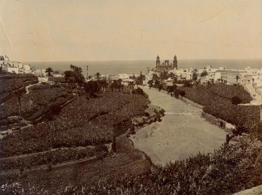 El barranco Guiniguada hacia 1900. Fotografía de Luis Ojeda Perez. Archivo de la FEDAC